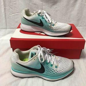 Nike Pegasus / Running shoes